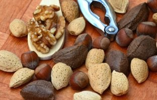Consuming Nuts on a Daily Basis Can Reduce the Chances of Cancer & Heart Diseases