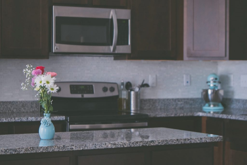5 Tips for Cleaning Your Oven and Microwave